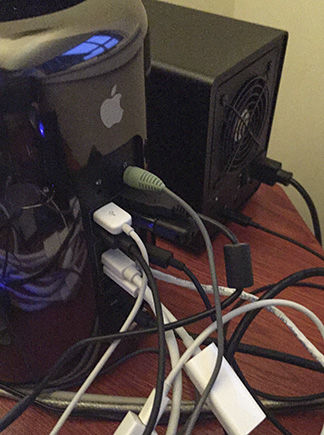 MacPro with wires