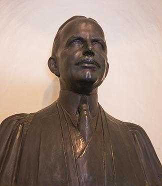 George Ellery Hale bust 01
